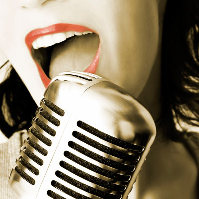 vintage-karaoke-singer
